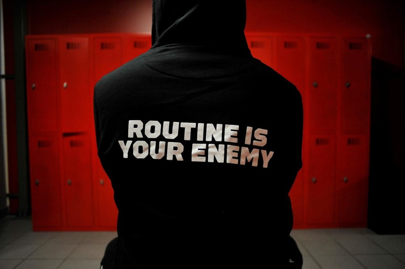 Bluza Unbroken Routine Is Your Enemy Hoodie Czarna